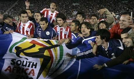 Fotbalisté Paraguaye slaví postup na MS