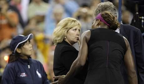 Serena Williamsov� v debat� s rozhod��mi