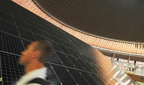Strojírenský veletrh - solární elektrárna firmy Phono Solar.