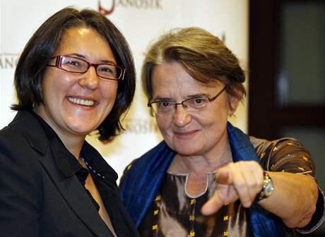Z premiéry filmu Jánošík - A.Hollandová s dcerou Kasiou Adamikovou