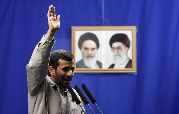 Mahmúd Ahmadíne�ád p�i projevu, v n�m� op�t pop�el holocaust (18. zá�í 2009)