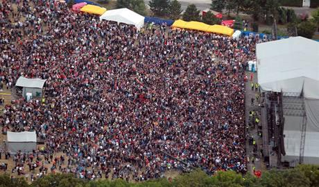 Publikum na sobotním koncertu skupiny Kabát.