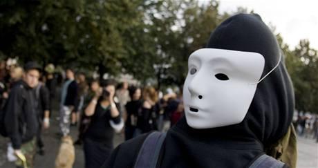 Demonstrace proti zákazu maskování na Palackého náměstí v Praze (15.9.2009)