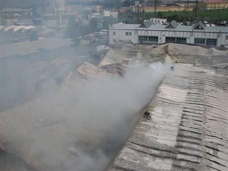 Požár haly společnosti Comett Plus v Táboře (18.9.2009)