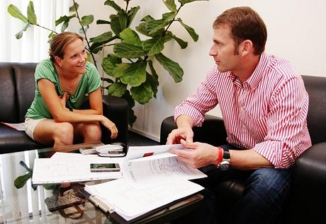 Specialista na výživu Petr Havlíček konzultuje s Monikou její jídelníček