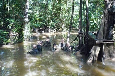 Vojáci byli téměř neustále ve vodě