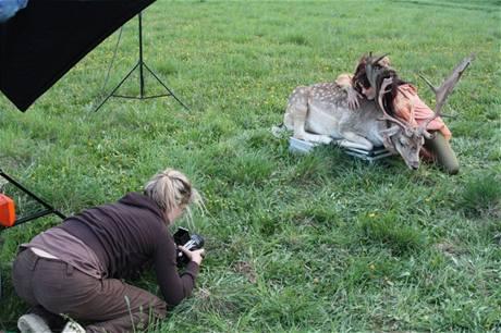 z fotografování kalendáře Celé Česko čte dětem 2010 (fotografka Dita Pepe, Ewa Farna)