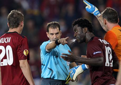 Penalta proti Spartě za faul Bonyho Wilfrieda