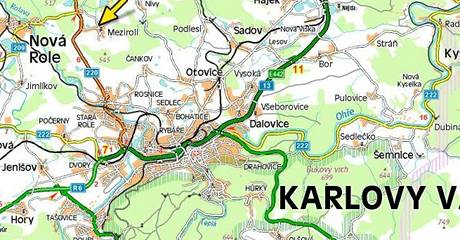 U Mezirolí na Karlovarsku havarovala sanitka s dvěma pacienty.