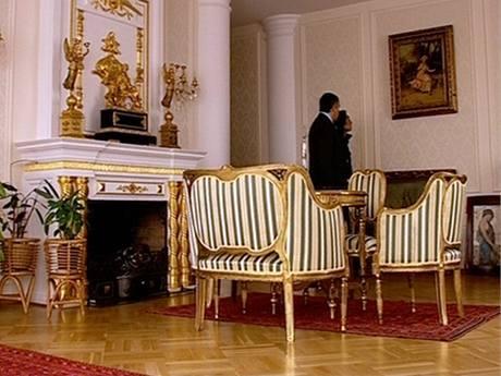 Styl staré Francie a Napolenovy doby v bytovém domě v Moskvě
