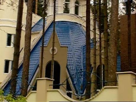 """Domy, kterým ruský realitní makléř říká """"Draculovy zámky"""""""