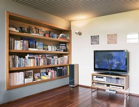 Podobu knihovny si majitel navrhl sám