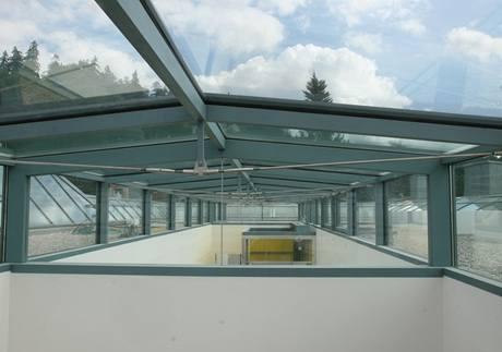 Prosklená střecha nad schodištěm a výtahem