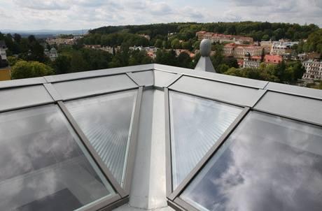 Výhled ze střechy domu má pouze majitel horního apartmá
