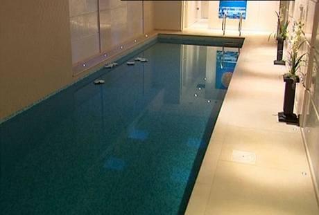 Vnitřní bazén patří v domech pro bohaté ke standardu