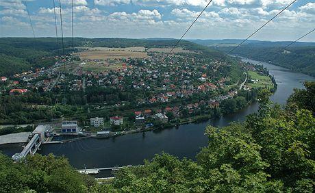 Pohled na Vrané a hráz Vranovské přehrady