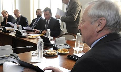 Zástupci parlamentních stran jednali s ministrem financí Eduardem Janotou o státním rozpočtu na rok 2010. (18. 9. 2009)
