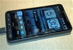 HTC LEO vedle HTC Touch Pro2