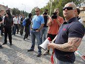 Příznivci krajní pravice se sešli u brněnské věznice a uspořádali protest proti zatčení svých kamarádů.