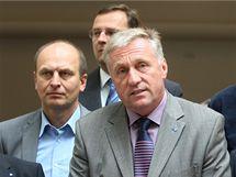 Předseda ODS Mirek Topolánek hovoří na tiskové konferenci. (15. září 2009)