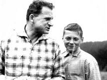 Dušan Slávik se synem, začátek 60. let
