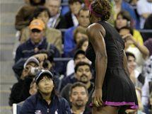 Serena Williamsová křičí na lajnovou rozhodčí