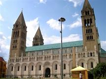 Maďarsko, Pécs. Jedním ze symbolů města je krásná katedrála, poblíž ní je muzeum vykopávek z románského období.