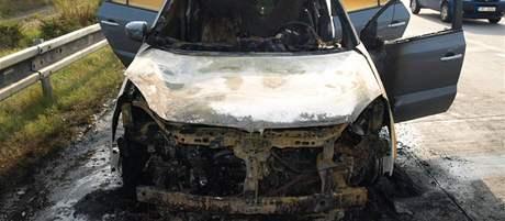 Nový Renault Koleos vzplanul na 218. kilometru dálnice D1