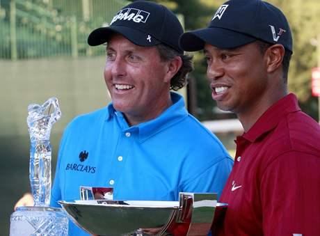 The Tour Championship 2009 - vítěz Phil Mickelson (vlevo) a vítěz FedEx Cupu 2099 Tiger Woods.