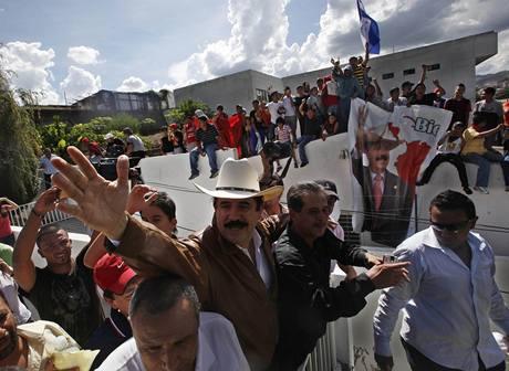Manuel Zelaya se v honduraské metropoli Tegucigalpě objevil po třech měsících (22.9.2009)