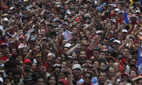 Tisíce lidí se vydaly podpořit svrženého honduraského prezidenta Manuela Zelayu (22.9.2009)