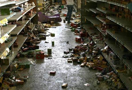 Policie dostala hlášení o nejméně padesáti případech rabování v honduraské metropoli Tegucigalpě (24. 9. 2009)