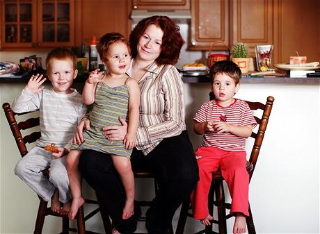 """Petra Kopasová se svými dětmi. Její """"nejslavnější"""" potomek Miki se fotit nechtěl"""