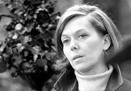 Jiřina Jirásková ve filmu Flirt se slečnou Stříbrnou