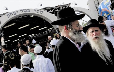 Ukrajinské město Umaň o víkendu hostilo tisícovky ortodoxních židů, kteří se veselili o svátku Roš hašana.