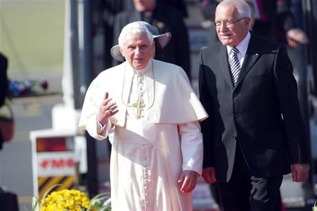 Papež přiletěl na starou Ruzyni
