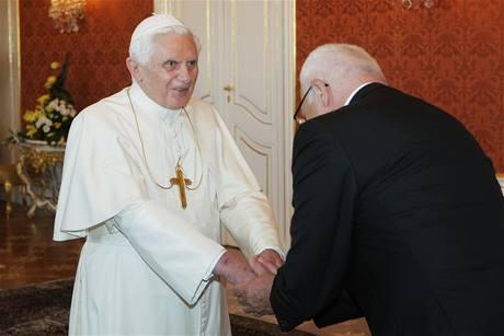 Prezident Klaus přijal na Hradě papeže