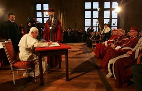 Papež se v Praze setkal s představiteli akademické obce