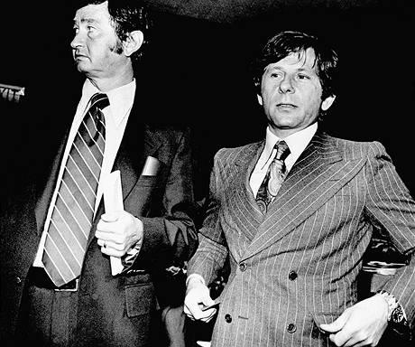 Roman Polanski se svým právníkem Douglasem Daltonem v soudní síni v Santa Monice 9. srpna 1977.