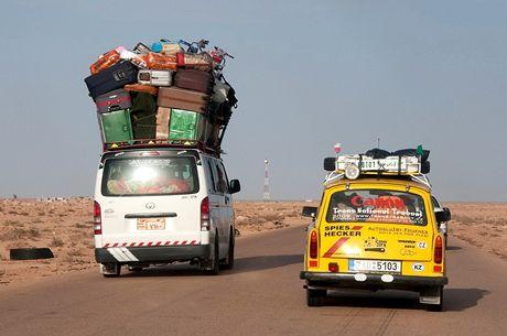 Trabantem napříč Afrikou. Egyptští dělníci se vrací s výslužkou z Libye