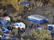 Francouzské úřady začaly likvidovat tábor běženců nedaleko města Calais. (22. září 2009)