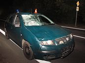 Policejní auto, které v Krnově srazilo mladý pár. Dívka nehodu nepřežila (26. září 2009)