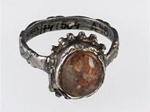 Prsten s k�i���lem
