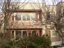 Řadový dům postavený v 70. letech už překročil zenit své morální životnosti
