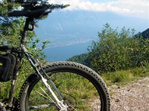 Lago di Garda nabízí krásné cyklistické terény a ještě lepší výhledy.