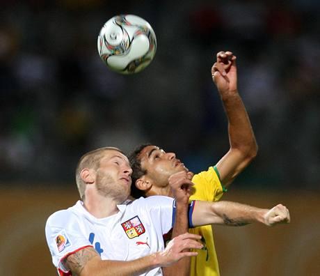 Brazílie - Česko: Ondřej Mazuch (vlevo) a Alan Kardec