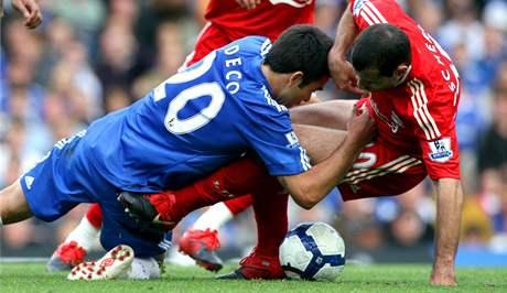 Chelsea - Liverpool: Deco (vlevo) a Javier Mascherano