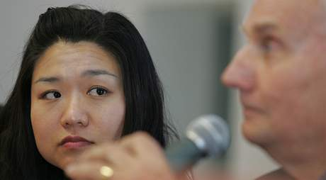 Korejská astronautka Yi Soyeon a americký kosmonaut Jake Garn  na besedě na Podnikatelské fakultě VUT