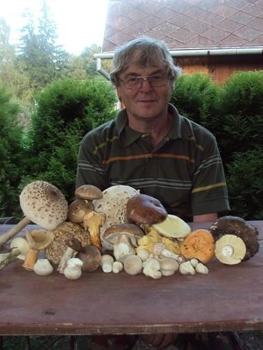 Jaromír Durček v lese vždy něco najde