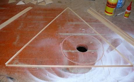Nařezejte tyčky tak, aby trojúhelníky měly stranu 50 cm